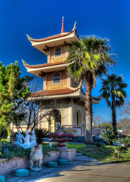 Most pagodas in Asia were often located in or neartemples. This newer structure is located adjacent to a Buddhist temple insouthwestHouston. Photo by Tim Stanley Photography.